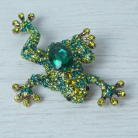 """Emerald"" Frog Brooch"